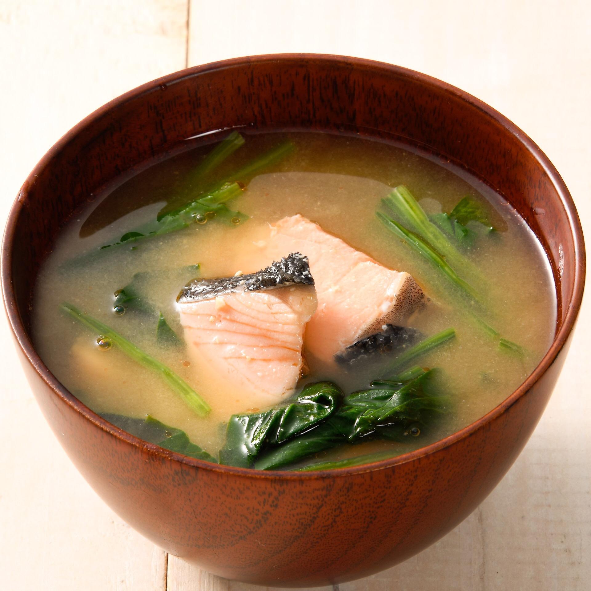 鮭とほうれん草の味噌汁