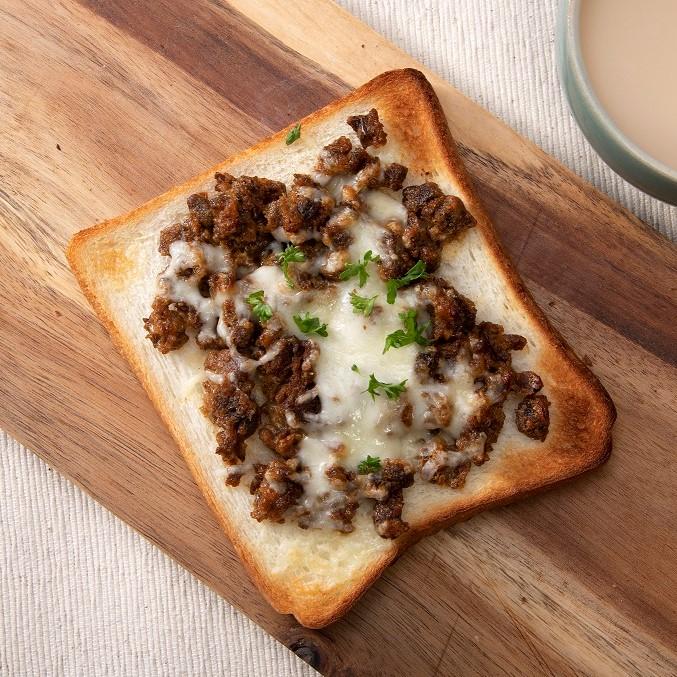 野菜のそぼろ(ベジミート)の味噌チーズトースト