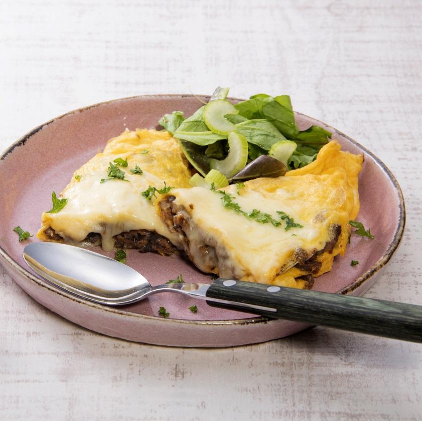 野菜のそぼろのチーズオムレツ