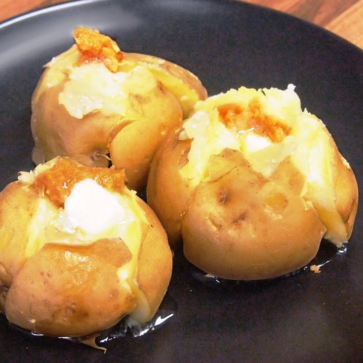 新じゃがの味噌バターのせ