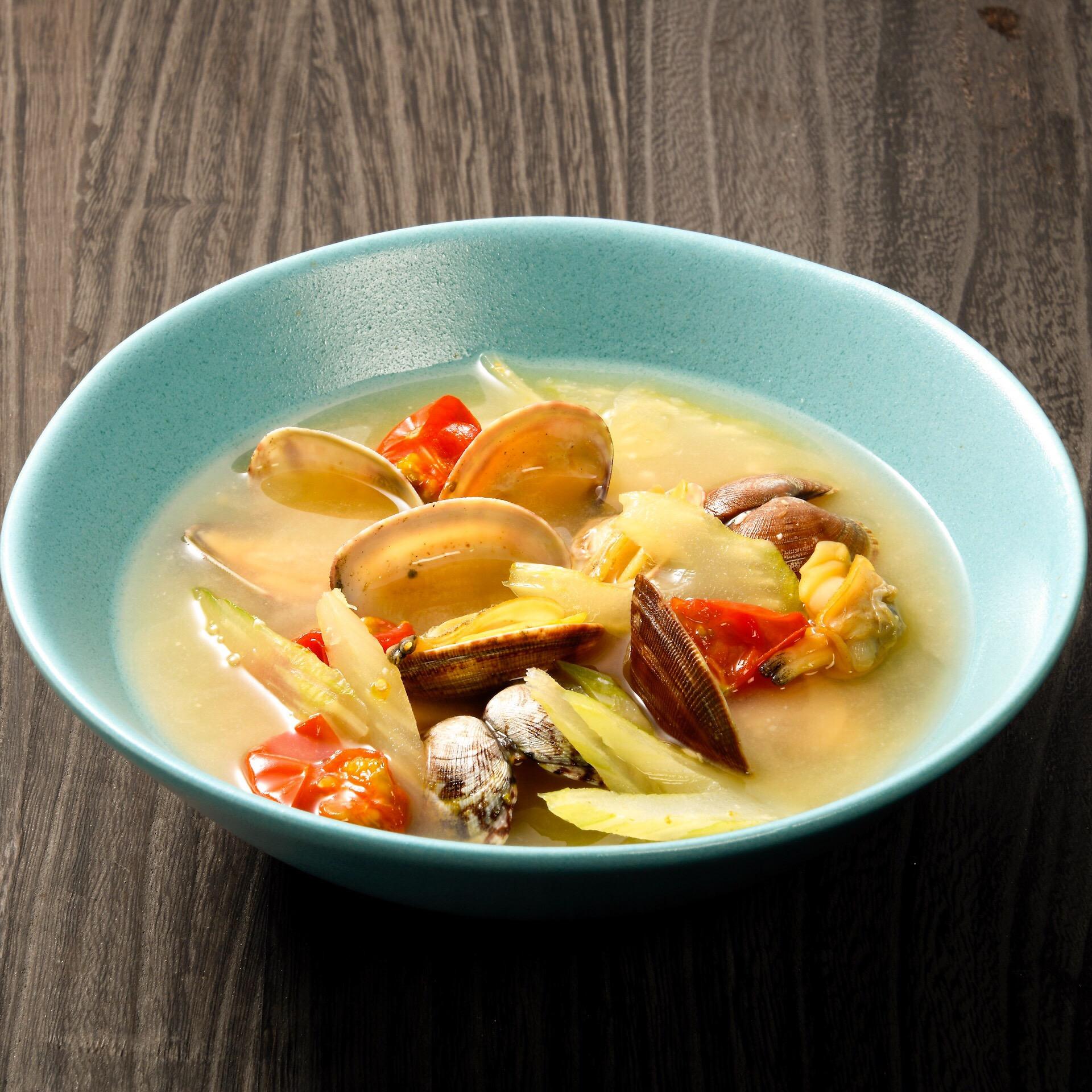 あさりとセロリとミニトマトの味噌スープ