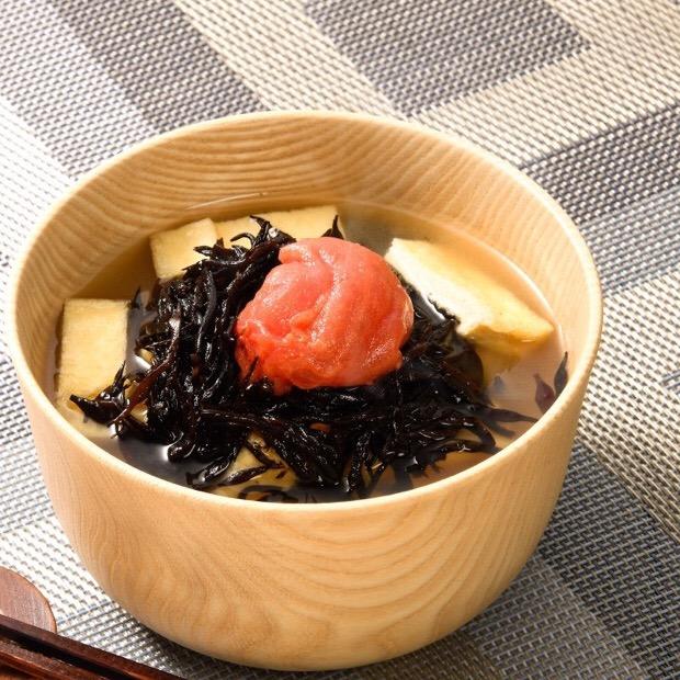 芽ひじきと梅干しの味噌汁
