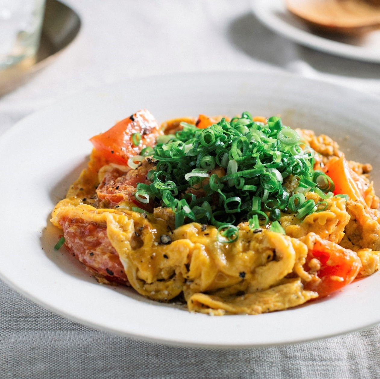 ふわふわ卵とトマトの肉味噌炒め