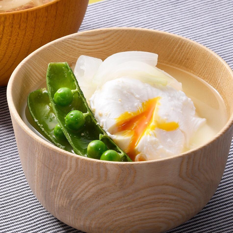 スナップえんどうと新玉ねぎと卵の味噌汁