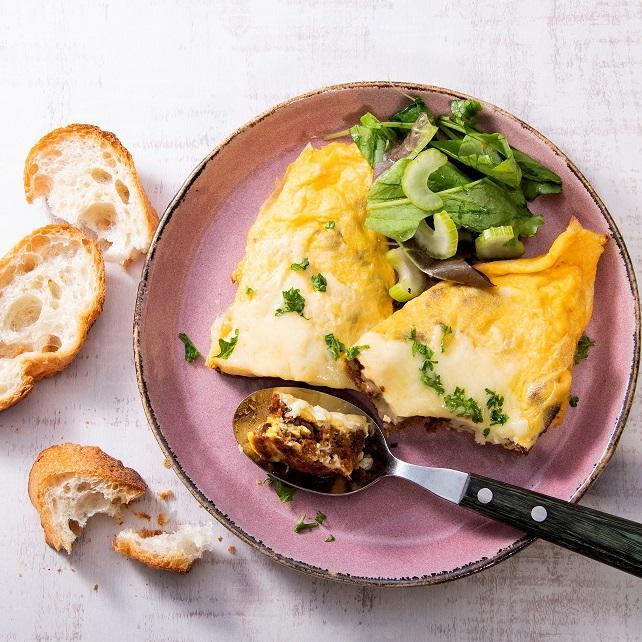 野菜のそぼろ(ベジミート)のチーズオムレツ