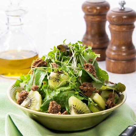 野菜のそぼろの緑のサラダ