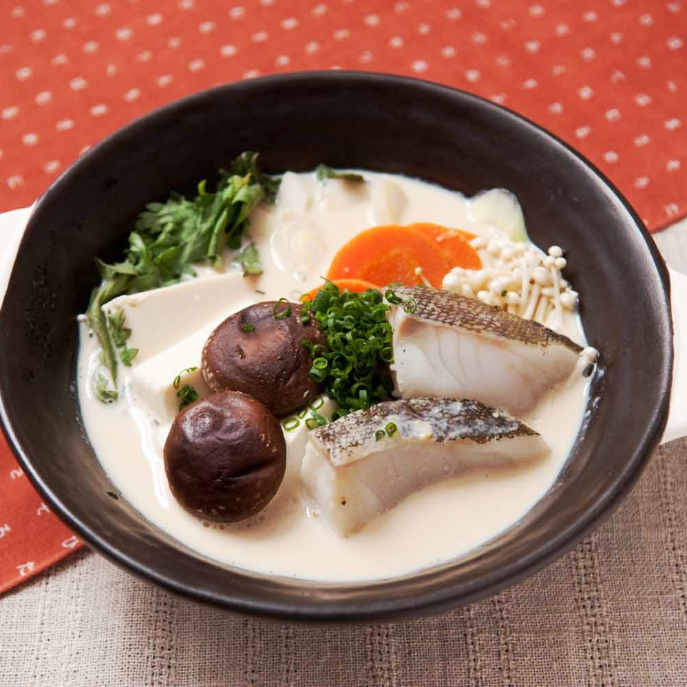 コラーゲンいっぱい!鱈と緑黄色野菜の豆乳鍋