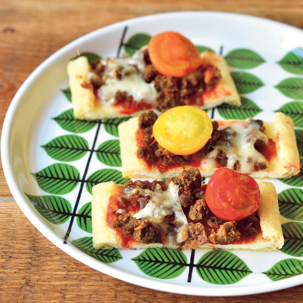 そぼろとトマト&チーズの油あげピザ