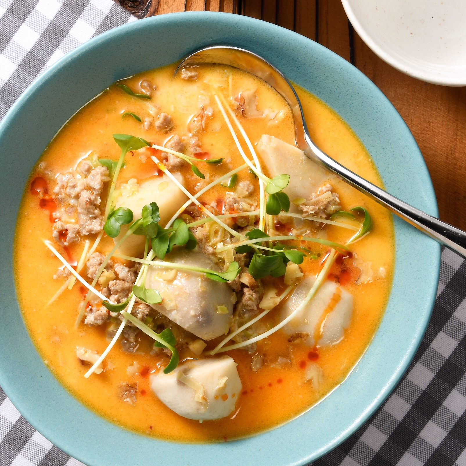 里芋と豚ひき肉の濃厚ごま味噌スープ