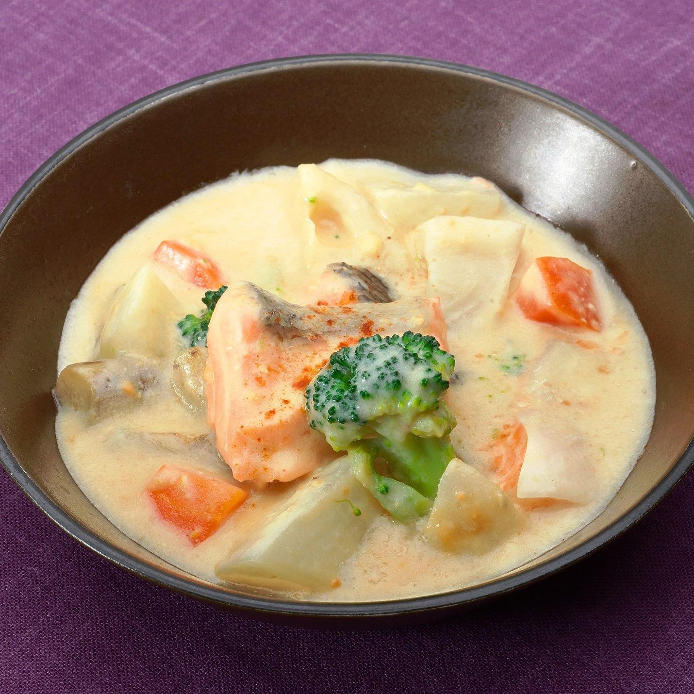 根菜と鮭のミルク煮込み